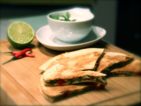 Quesadillas mit Sour Cream-Koriander Dip