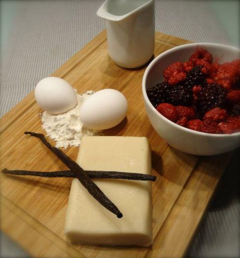 Zubereitung Clafoutis aus Waldbeeren mit Crème Anglaise