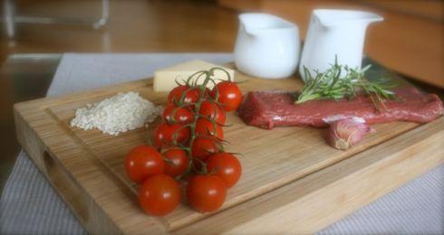 Mediterranes Lamm an Rosmarinrisotto mit gerösteten Tomaten