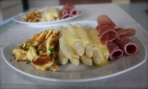 Badischer Spargel mit Kratzede und Sauce Hollandaise
